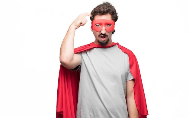 Homme en robe de super-héros