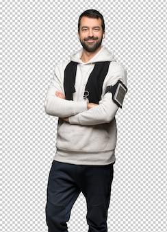 Homme de sport en gardant les bras croisés en position frontale