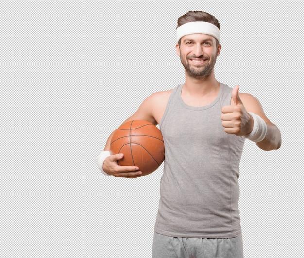Homme sportif avec basket