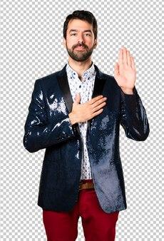 Homme avec veste prêtant serment