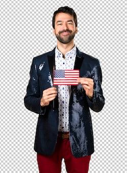 Homme avec veste tenant un drapeau américain