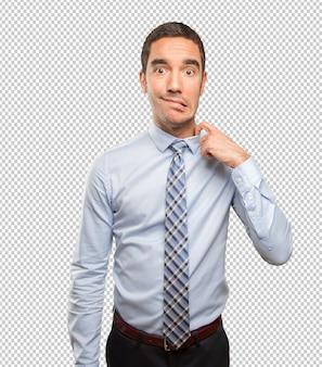 Inquiet jeune homme d'affaires avec un geste de stress