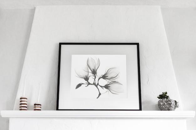 Intérieur minimaliste avec cadre