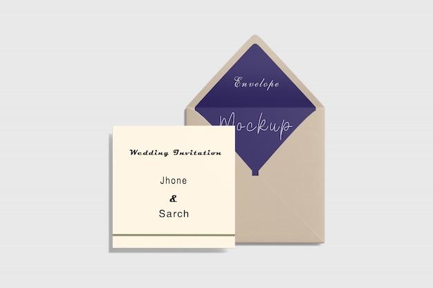 Invitation carrée et enveloppe vue de dessus de la maquette