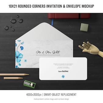Invitation de coins arrondis et maquette d'enveloppe