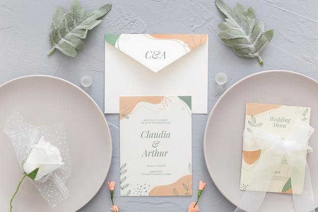 Invitation de mariage avec assiettes