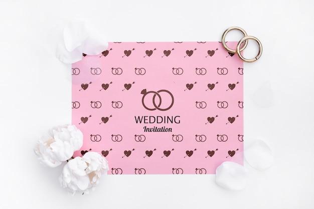 Invitation de mariage mignon avec anneaux
