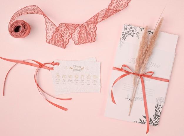 Invitation de mariage vue de dessus avec ruban