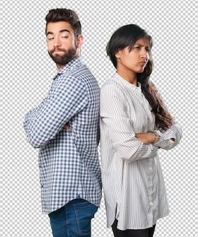 Jeune couple en colère ayant des problèmes