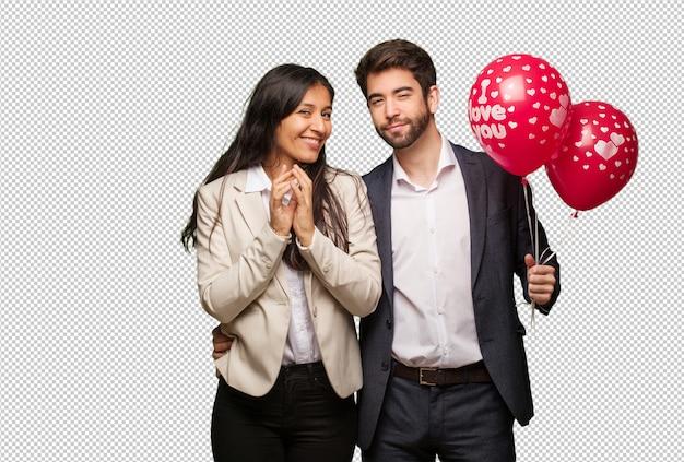 Jeune couple à la saint valentin élaborer un plan