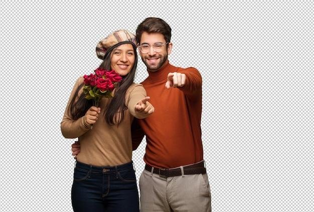Jeune couple, saint valentin, gai, sourire