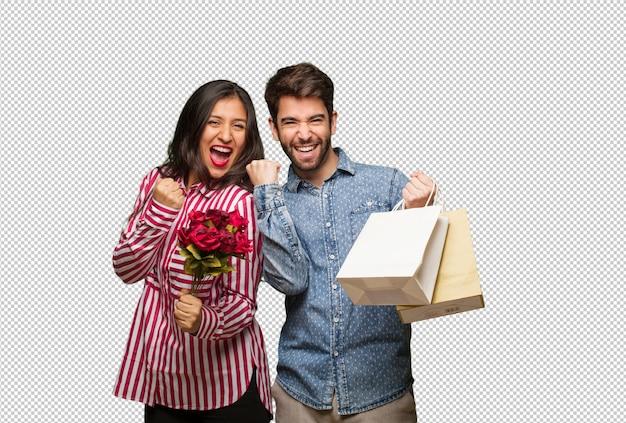 Jeune couple en saint valentin surpris et choqué