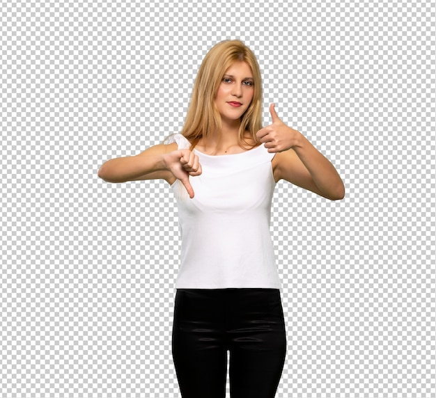 Jeune femme blonde faisant bon signe. indécis entre oui ou non