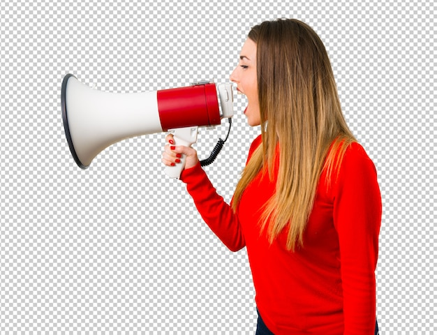Jeune femme blonde tenant un mégaphone