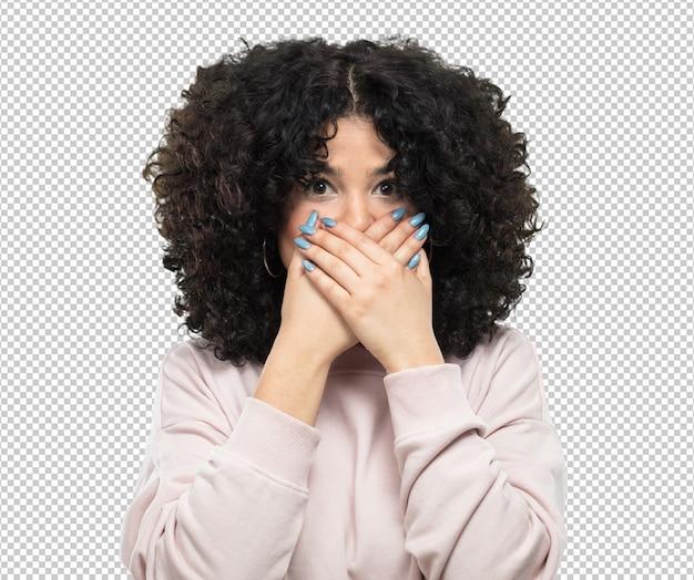 Jeune femme couvrant sa bouche