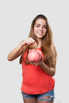 Jeune femme mignonne épargne avec une tirelire