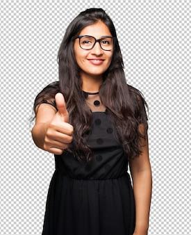 Jeune femme nerd va bien