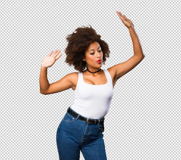 Jeune femme noire qui danse