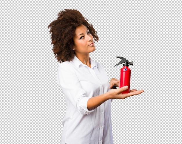 Jeune femme noire utilisant un spray