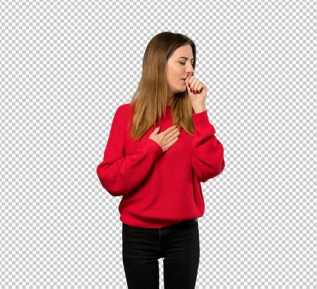 Jeune femme avec un pull rouge souffre de toux et se sent mal