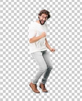 Jeune homme d'affaires barbu, portant une expression dansante de blazer