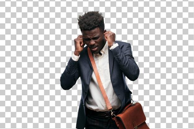 Jeune homme d'affaires noir avec les deux mains couvrant les oreilles