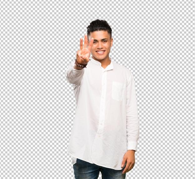 Jeune homme heureux et comptant trois avec les doigts
