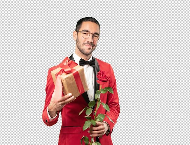 Jeune homme intelligent à la saint-valentin