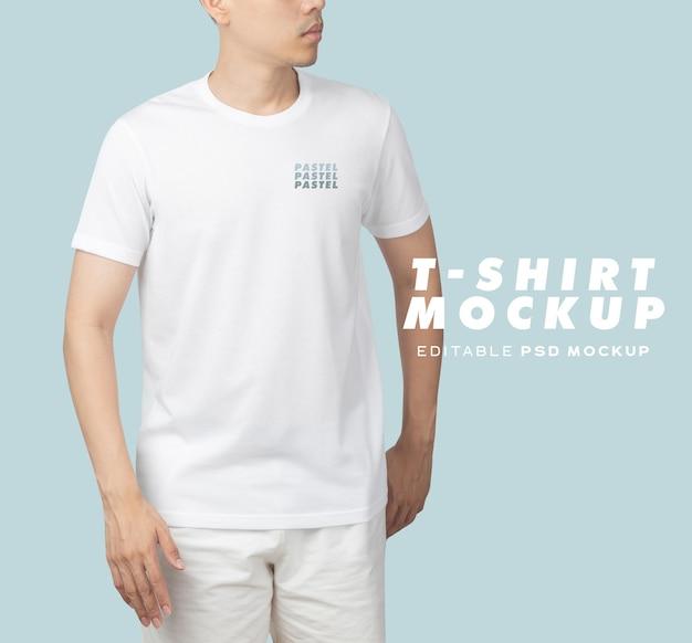 Jeune homme en maquette de t-shirt psd, modèle pour votre conception.