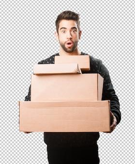 Jeune homme, tenue, boîtes