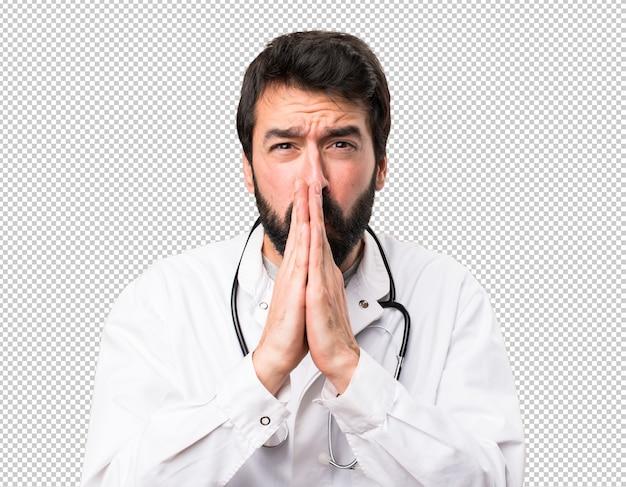 Jeune médecin plaidant
