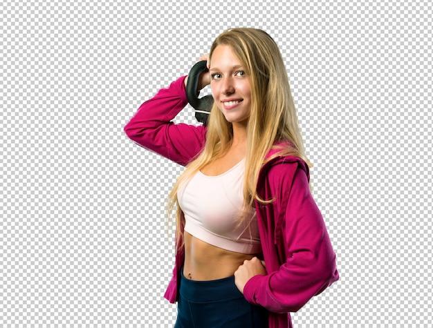 Jolie femme de sport avec kettlebell