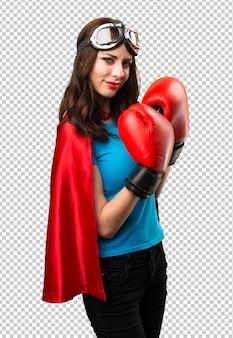 Jolie fille de super-héros avec des gants de boxe