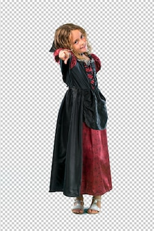Kid habillé comme un vampire à halloween