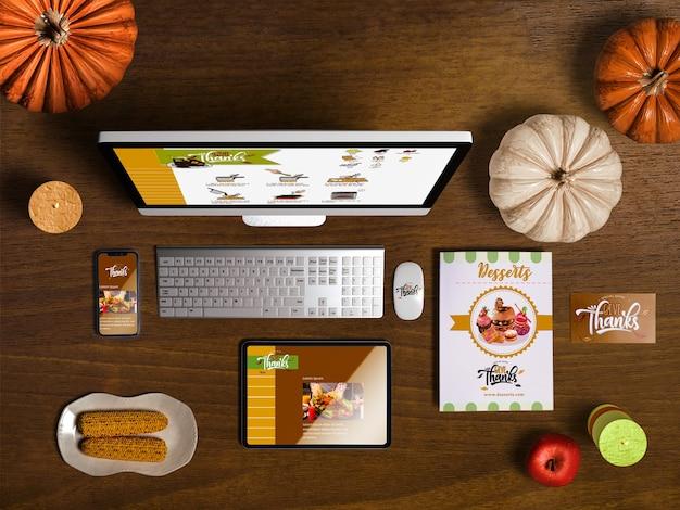 Lay plat de créateur de scène de thanksgiving avec fond en bois