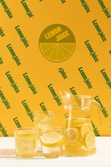 Limonade fraîchement préparée sur une table