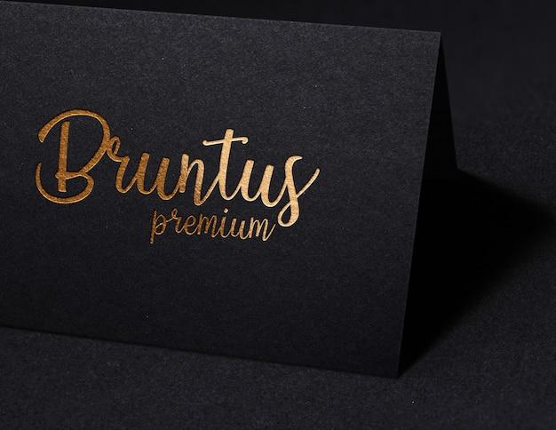 Logo de maquette de luxe sur papier noir