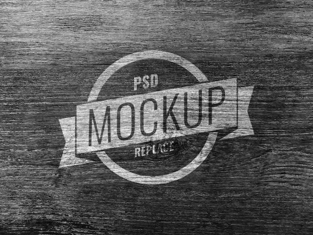 Logo de maquette de panneau en bois noir