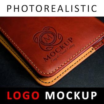 Logo mock up - logo gravé sur portefeuille en cuir