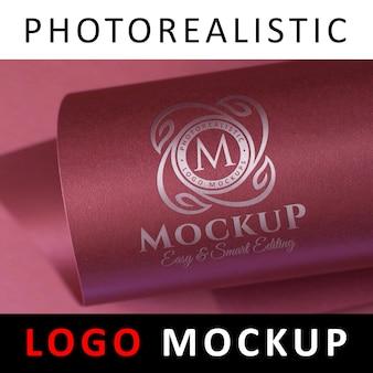 Logo mock up - papier d'aluminium sur papier cartonné rose