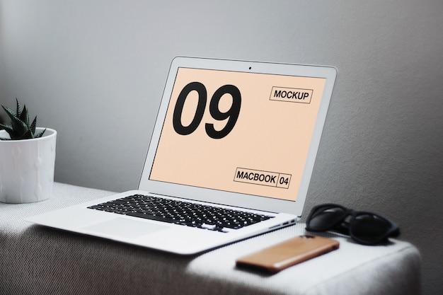 Macbook air sur maquette de table