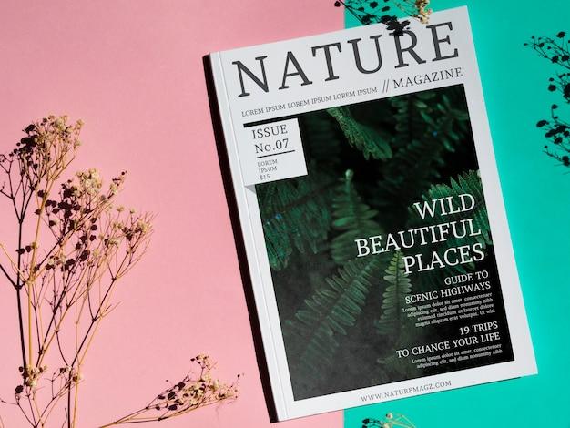 Magazine de beaux endroits sauvages sur fond simple