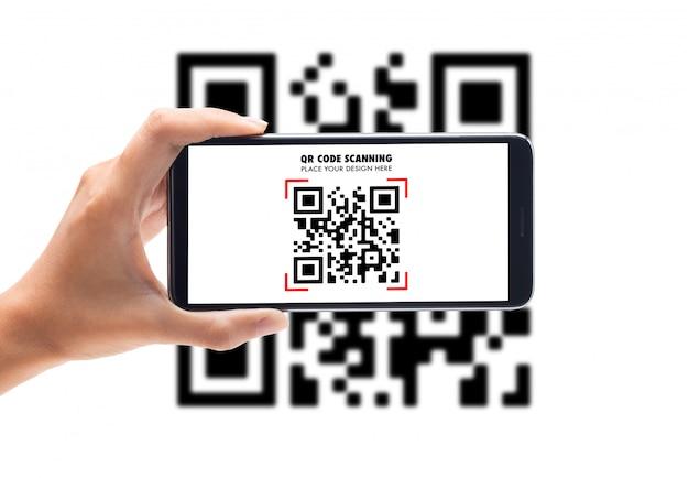 Main à l'aide d'un modèle de maquette de code qr de numérisation de téléphone intelligent pour votre conception
