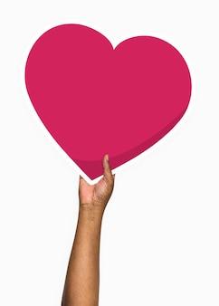 Main tenant un accessoire de carton de coeur