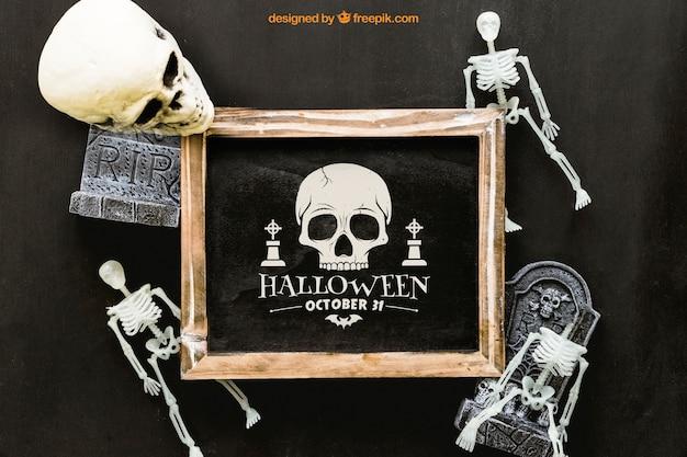 Maquette d'ardoise d'halloween avec des squelettes