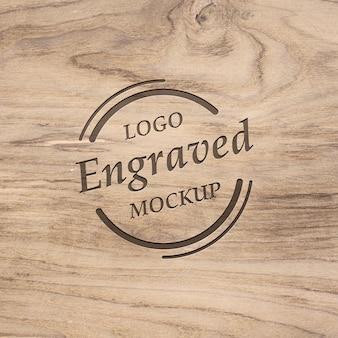 Maquette de beau logo réaliste gravé sur bois