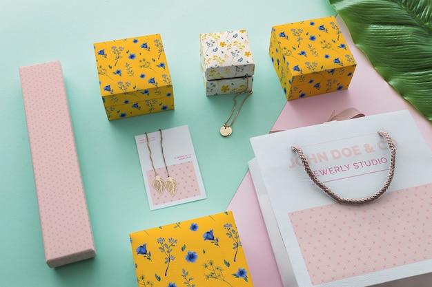 Maquette de bijoux et d'emballages