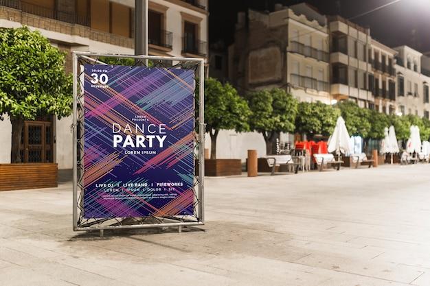Maquette de billboard dans la ville de nuit