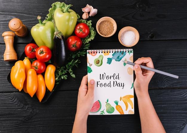 Maquette bloc-notes avec concept alimentaire