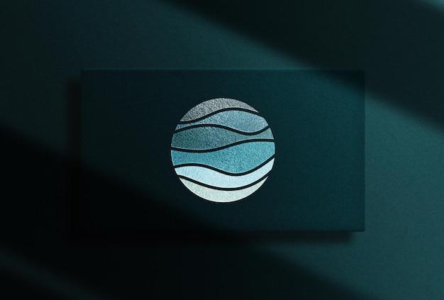 Maquette de boîte rectangle à logo en relief de luxe